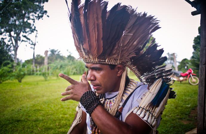 Abertura em homenagem aos Tupinambás